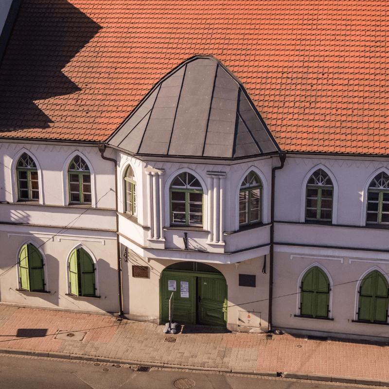 Muzeum dr. Roberta Kocha. Widok od ulicy Doktora Kocha. Wejście główne do muzeum.