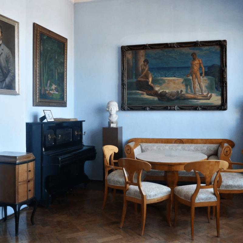 Muzeum Marcina Rożka. Fragment ekspozycji stałej poświęconej życiu i twórczości artysty.