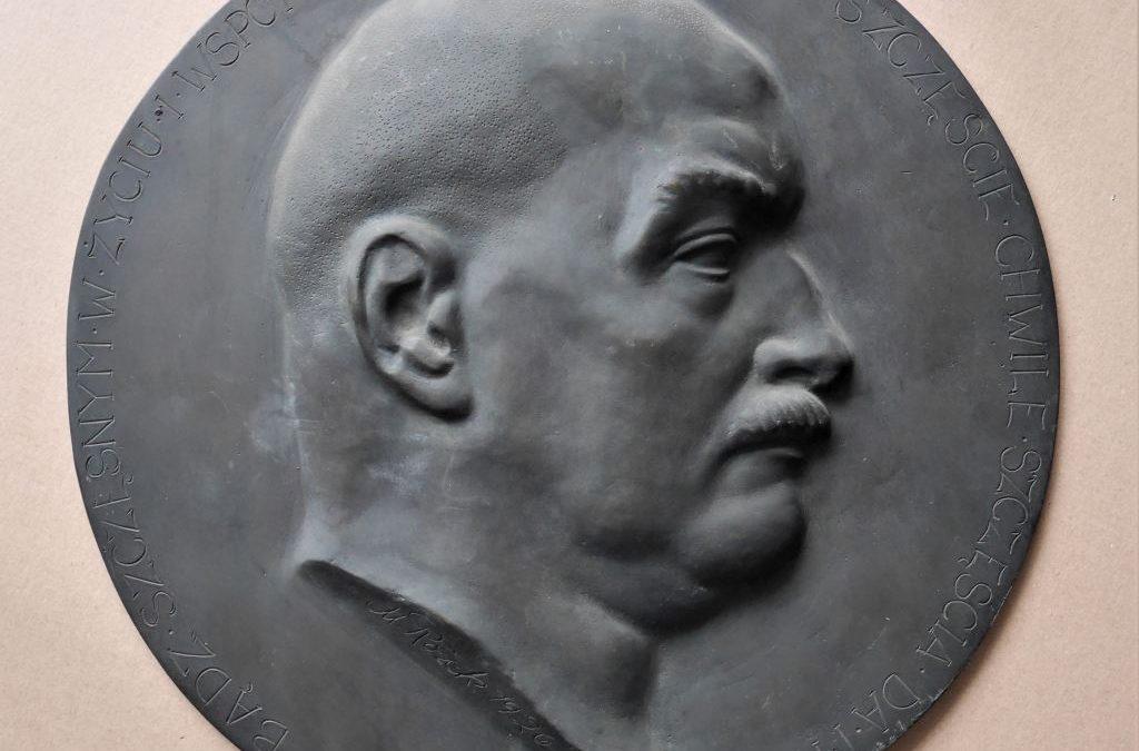 Medalion brązowy z 1926 roku. Autor Marcin Rożek